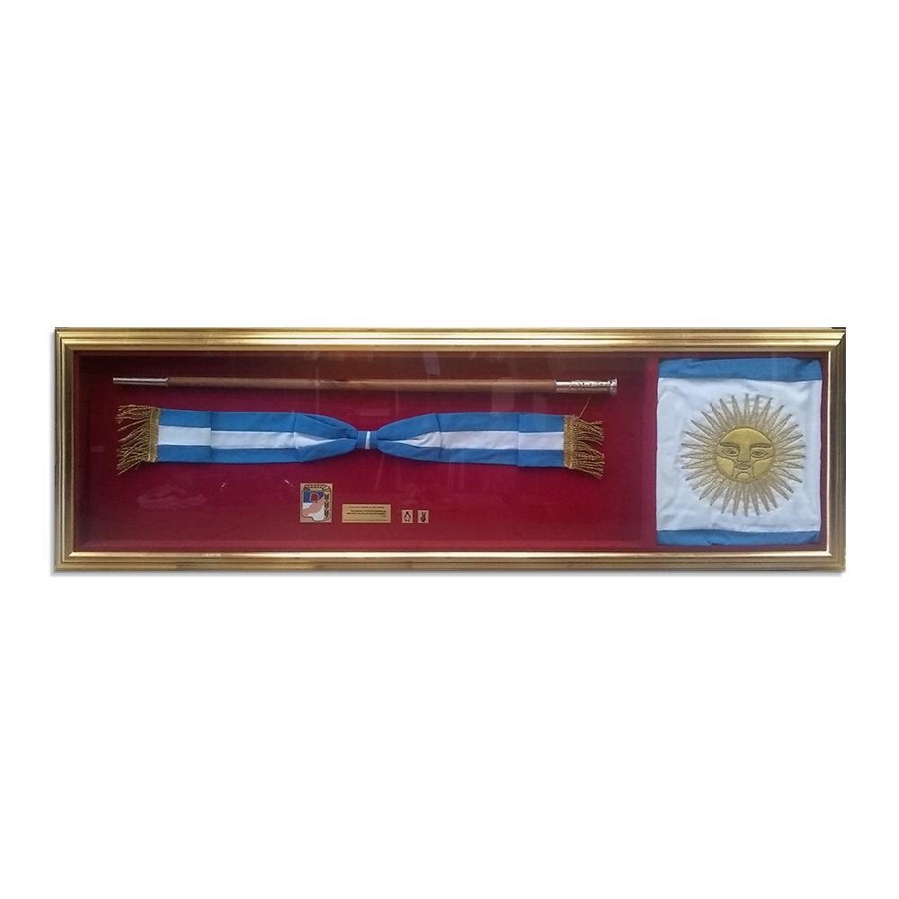 Enmarcado baston presidencial, bandera, chapitas