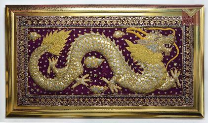 Tapiz bordado con marco dorado  Enmarcado de laminas
